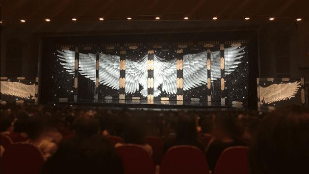 宝塚大劇場、1階席23列68番で観劇した際の写真