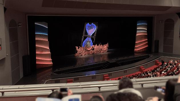 宝塚大劇場の2階3列1番に座った際の画像